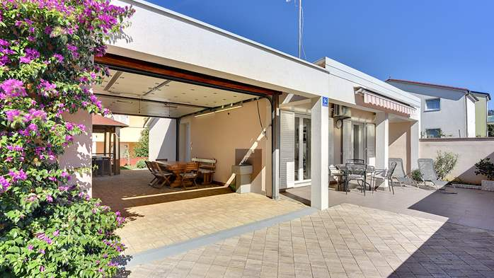 Holiday house near the sea with outside jacuzzi, 1