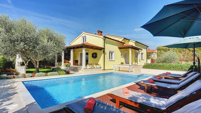 Beautiful villa in Pula for six persons, with private heated pool, 2