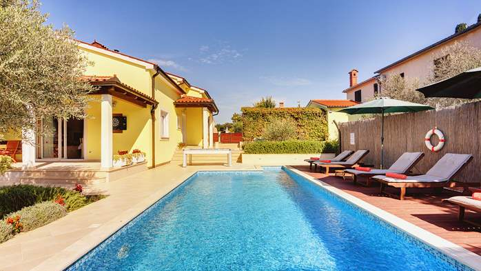 Beautiful villa in Pula for six persons, with private heated pool, 3