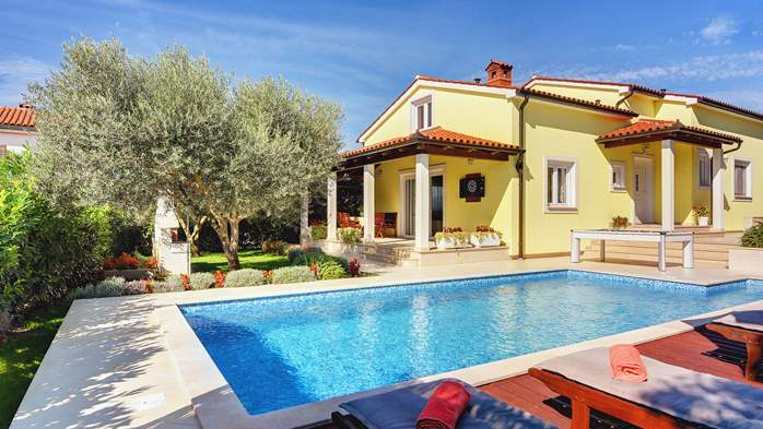 Beautiful villa in Pula for six persons, with private heated pool, 4