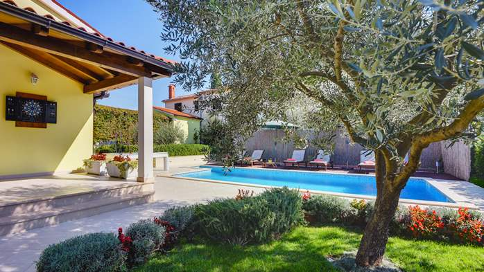 Beautiful villa in Pula for six persons, with private heated pool, 6