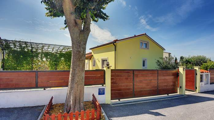 Beautiful villa in Pula for six persons, with private heated pool, 11