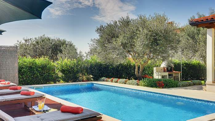 Beautiful villa in Pula for six persons, with private heated pool, 10