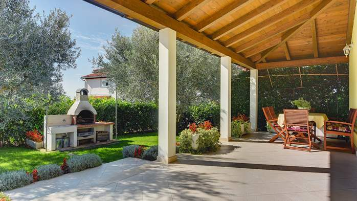 Beautiful villa in Pula for six persons, with private heated pool, 12