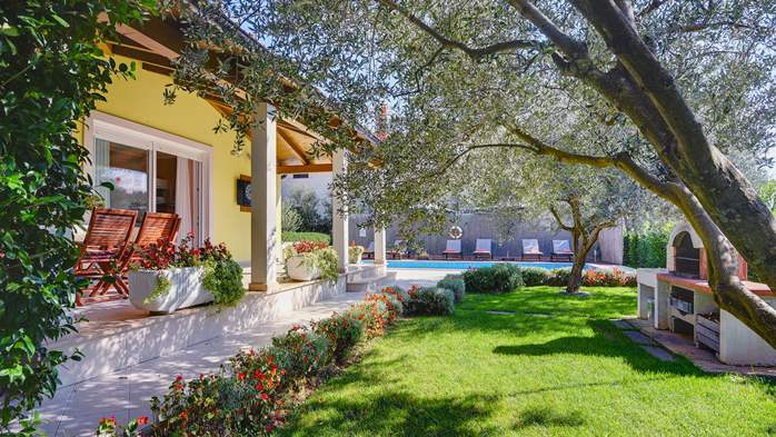 Beautiful villa in Pula for six persons, with private heated pool, 8