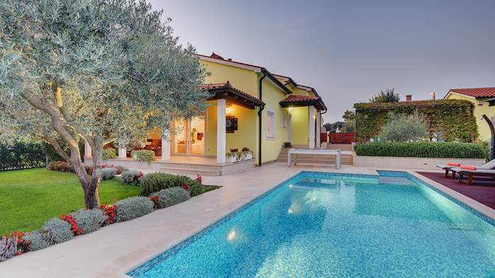 Beautiful villa in Pula for six persons, with private heated pool, 16