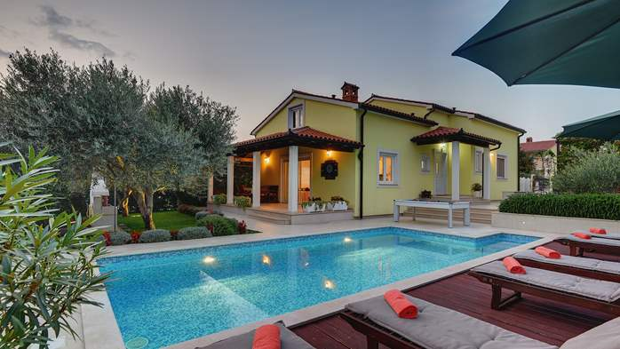 Beautiful villa in Pula for six persons, with private heated pool, 1