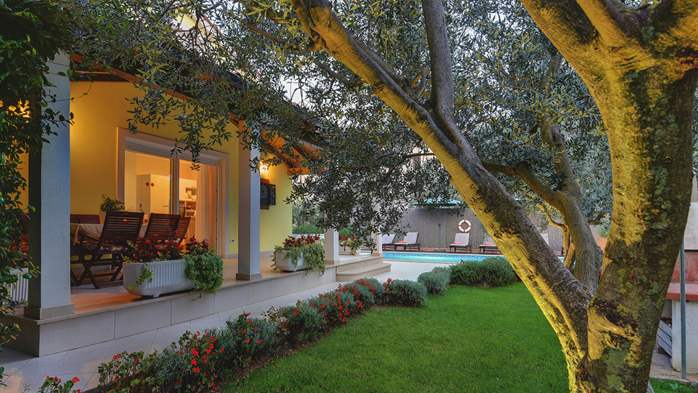 Beautiful villa in Pula for six persons, with private heated pool, 17
