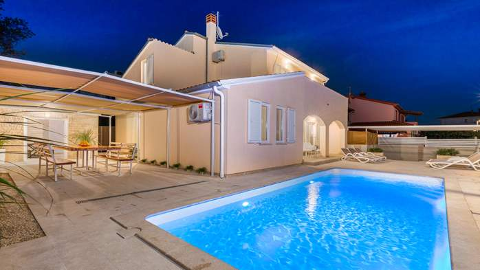 Villa in Pula with five bedrooms and a saltwater pool, 2