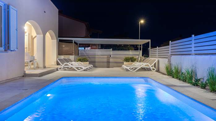 Villa in Pula with five bedrooms and a saltwater pool, 4