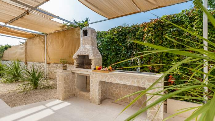 Villa in Pula with five bedrooms and a saltwater pool, 12