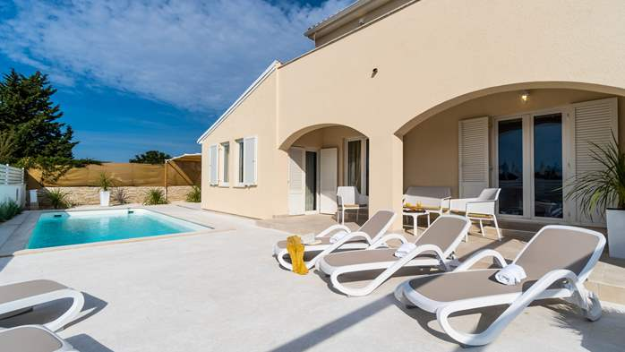 Villa in Pula with five bedrooms and a saltwater pool, 3