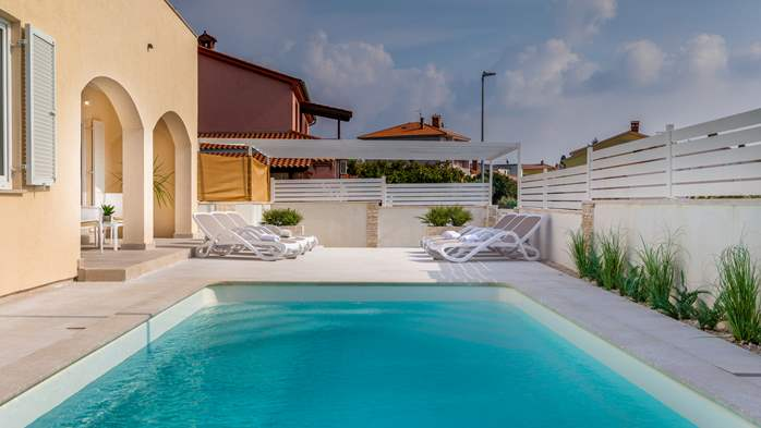 Villa in Pula with five bedrooms and a saltwater pool, 8