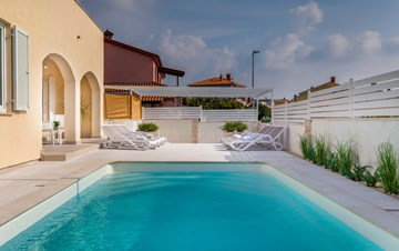 Villa in Pula with five bedrooms and a saltwater pool
