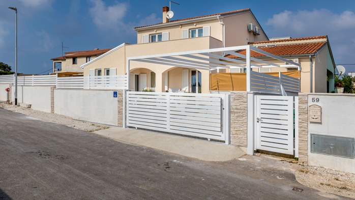 Villa in Pula with five bedrooms and a saltwater pool, 13