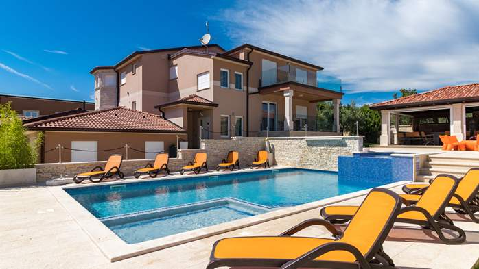Beautiful villa with pool, playground, sauna and jacuzzi, 7