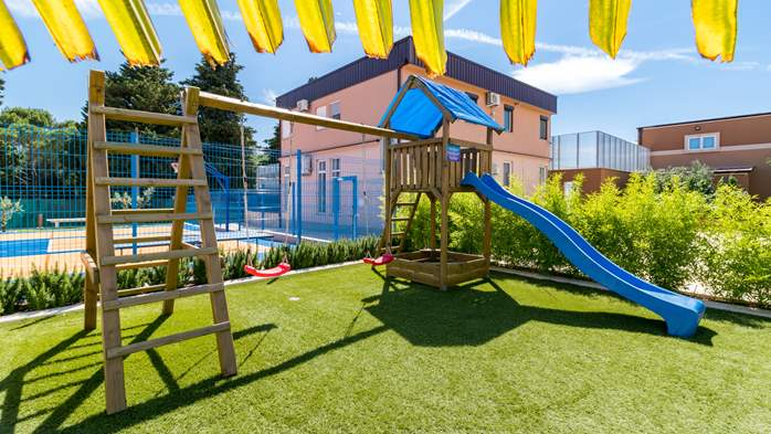 Beautiful villa with pool, playground, sauna and jacuzzi, 17