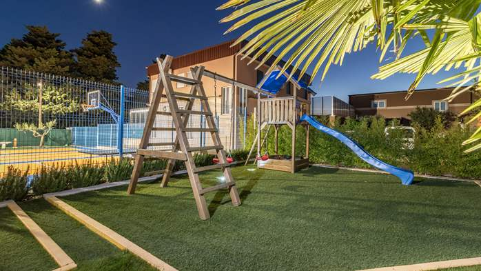 Beautiful villa with pool, playground, sauna and jacuzzi, 21