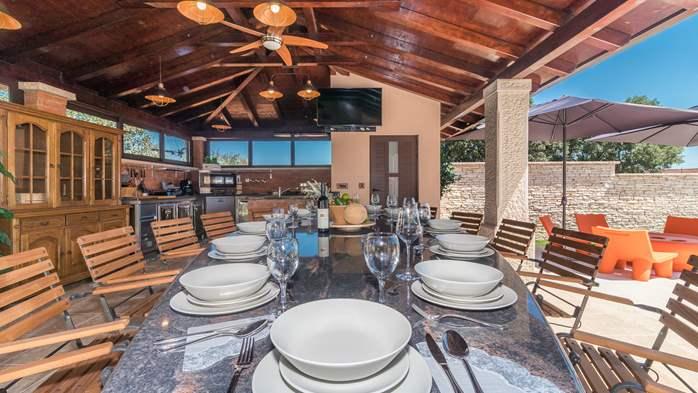 Beautiful villa with pool, playground, sauna and jacuzzi, 8