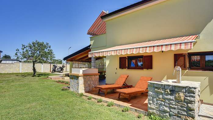 House in Pula with two bedrooms and a large garden, 4