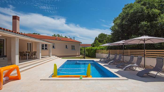 Spacious villa with three bedrooms and a private pool, 5