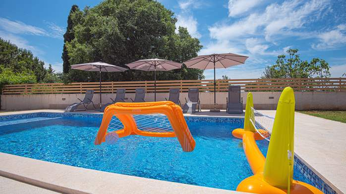Spacious villa with three bedrooms and a private pool, 6