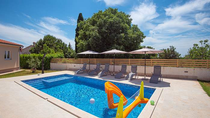 Spacious villa with three bedrooms and a private pool, 7