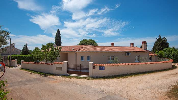 Spacious villa with three bedrooms and a private pool, 8