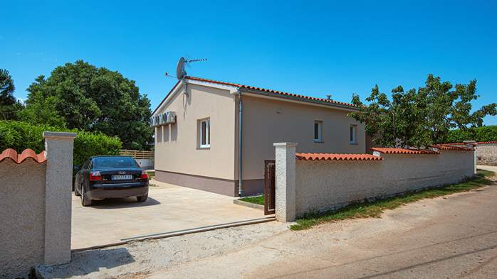 Spacious villa with three bedrooms and a private pool, 9