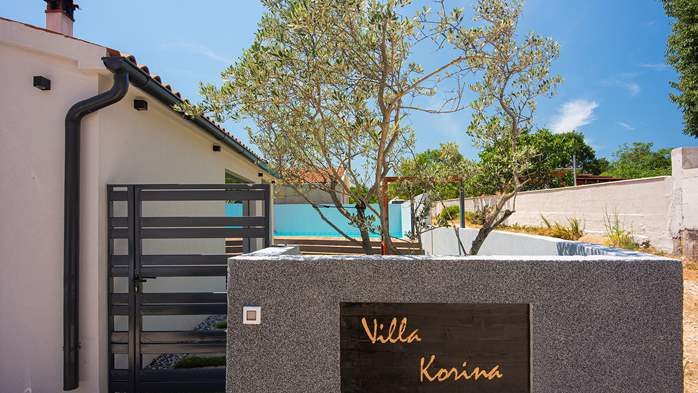 Beautifully decorated villa with private pool and large terrace, 11