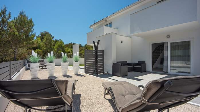 Beautiful villa with pool in Liznjan, with two bedrooms, 5