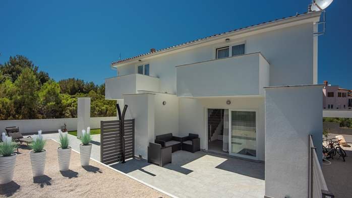 Beautiful villa with pool in Liznjan, with two bedrooms, 3
