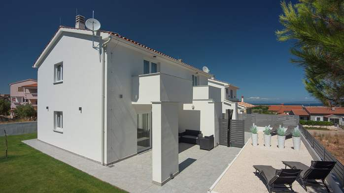 Modern house in Liznjan, with two bedrooms and a sun terrace, 3