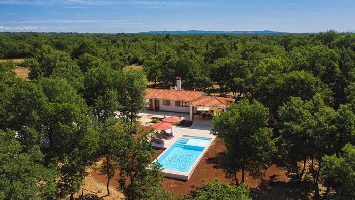 Villa with private pool for 4 persons, on a spacious property, 1