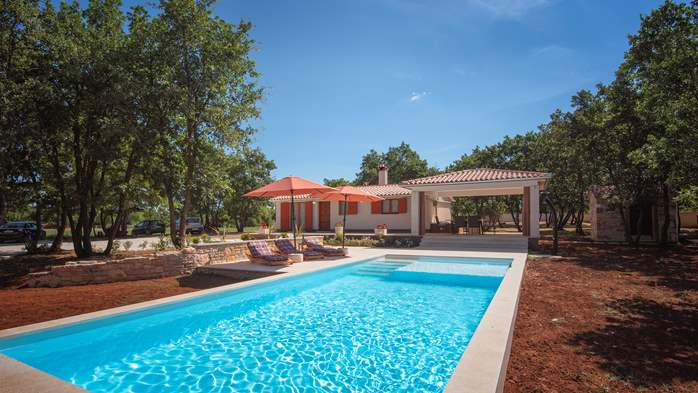 Villa with private pool for 4 persons, on a spacious property, 4