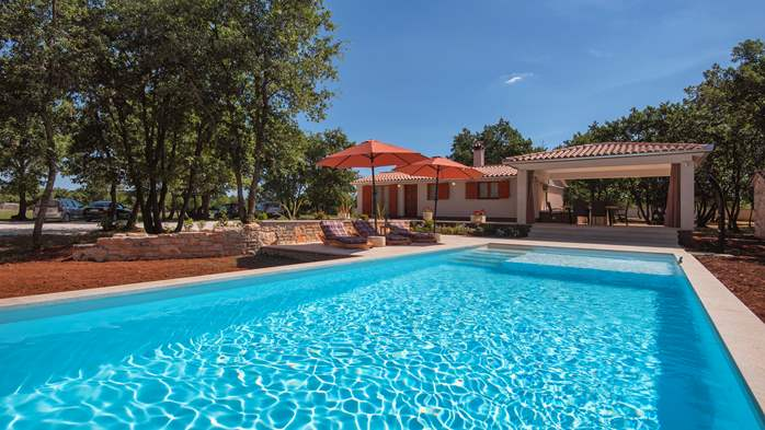Villa with private pool for 4 persons, on a spacious property, 3