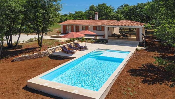 Villa with private pool for 4 persons, on a spacious property, 5