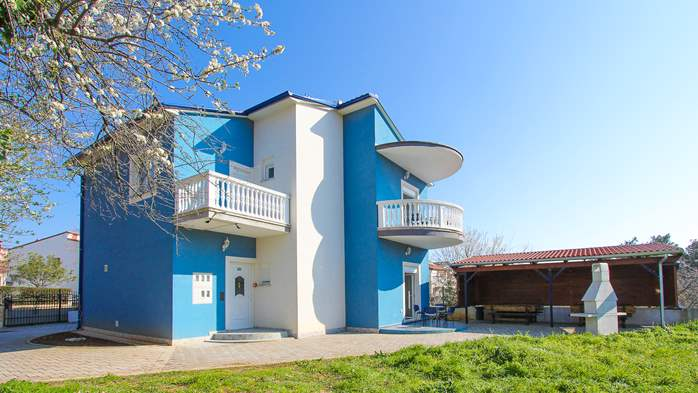 Modernly decorated Casa Mate in Medulin with 5 bedrooms, 5