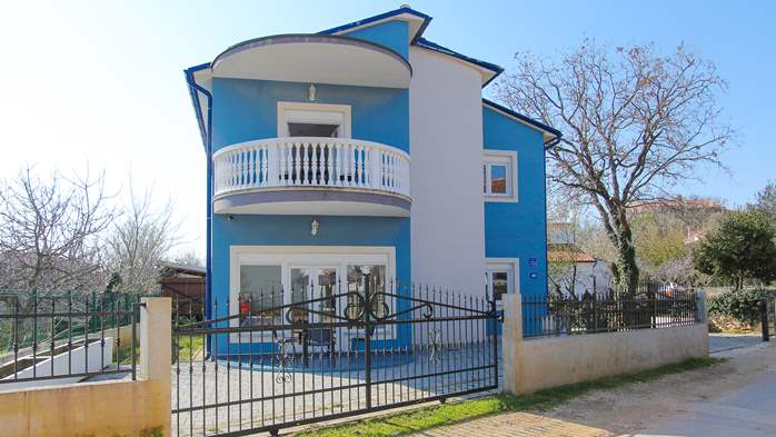 Modernly decorated Casa Mate in Medulin with 5 bedrooms, 6
