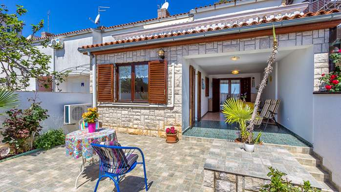 Terrace house in Barbariga with a beautiful apartment by the sea, 14