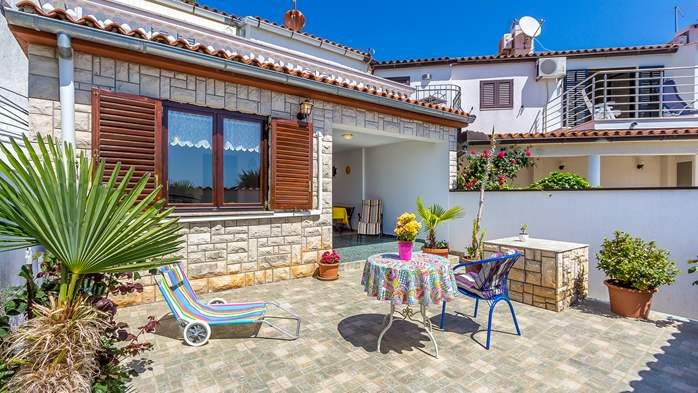 Terrace house in Barbariga with a beautiful apartment by the sea, 15