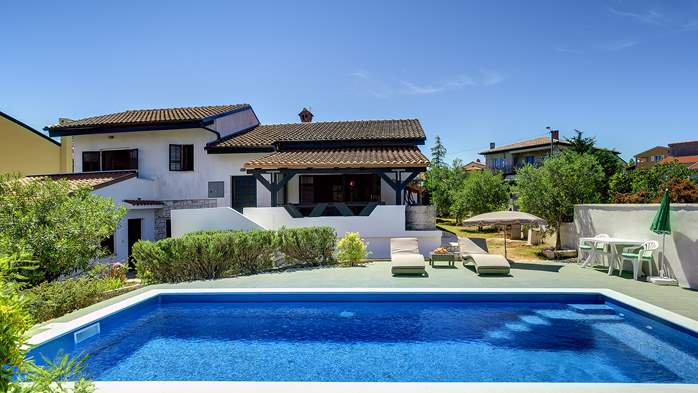 Villa in Ližnjan with private pool, sun terrace and fenced garden, 4