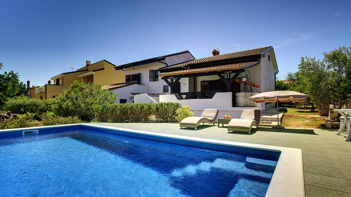 Villa in Ližnjan with private pool, sun terrace and fenced garden, 12