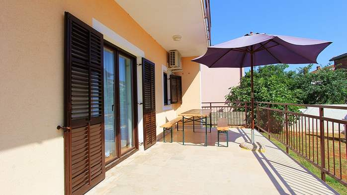 Detached house in Medulin offers accommodation for 18 persons, 6