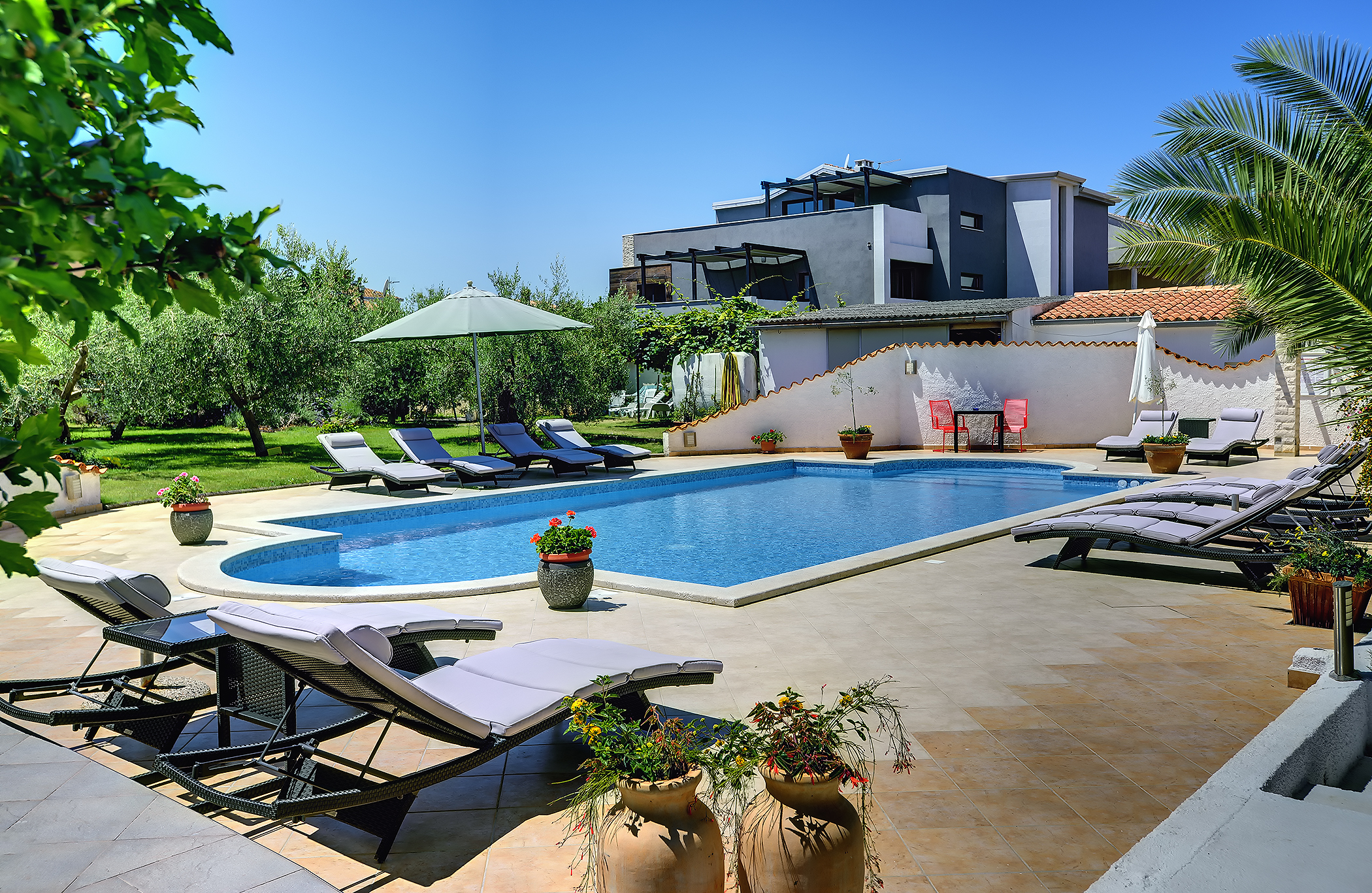 Modern Eingerichtetes Ferienhaus In Medulin Mit Pool Und Garten