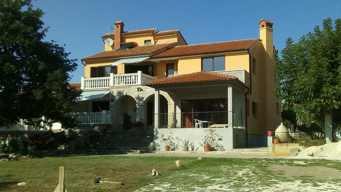 Nice house in Medulin offers comfortable apartments near the sea, 7