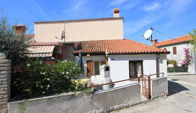 Nice little air conditioned house in Pomer with terrace and BBQ, 3
