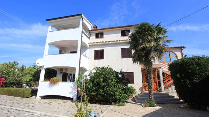 The luxurious house with a yard in Pomer offers accommodation, 22