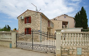 Stone house in Premantura with fenced courtyard with barbecue