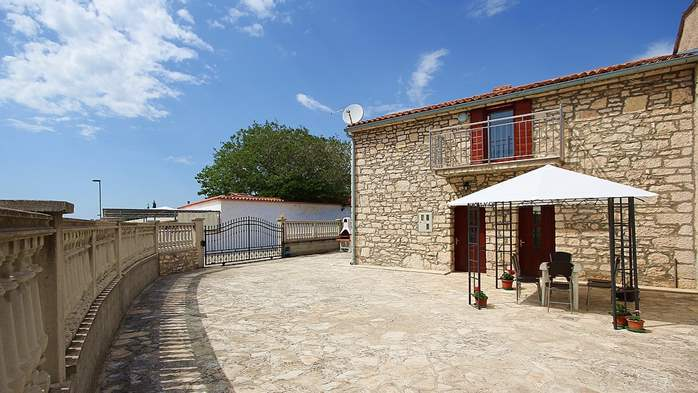 Stone house in Premantura with fenced courtyard with barbecue, 1
